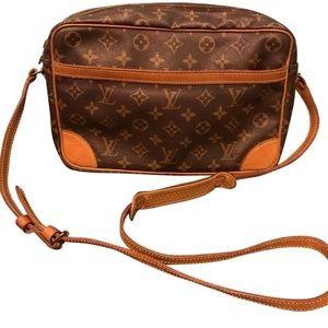 Louis Vuitton Trocadero messenger crossbody bag
